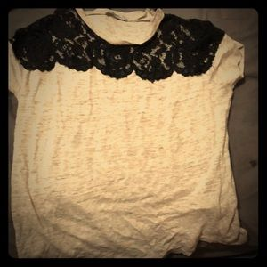 T-shirt with lace neckline